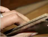 德尔强化地板:耐磨、耐划性能评测