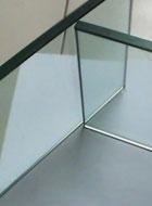 因素二:围栏玻璃的厚度