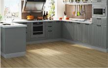 木地板上的灰色系厨房