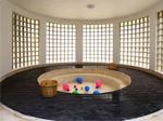 圆形浴池 贴心设计